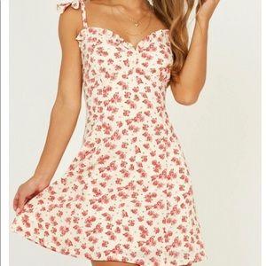 Showpo Ditsy Daisy Dress Size 4 NWT
